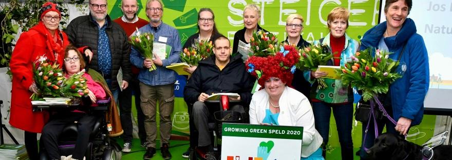 Deenemers van de werkgroep ontvangen de Growing Green Speld